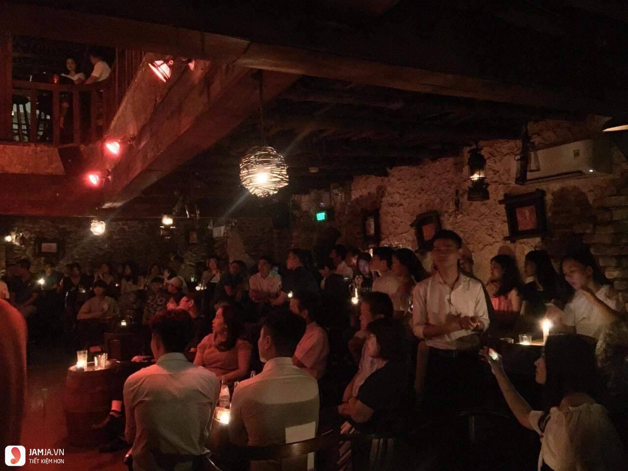 Carmen Bar không gian