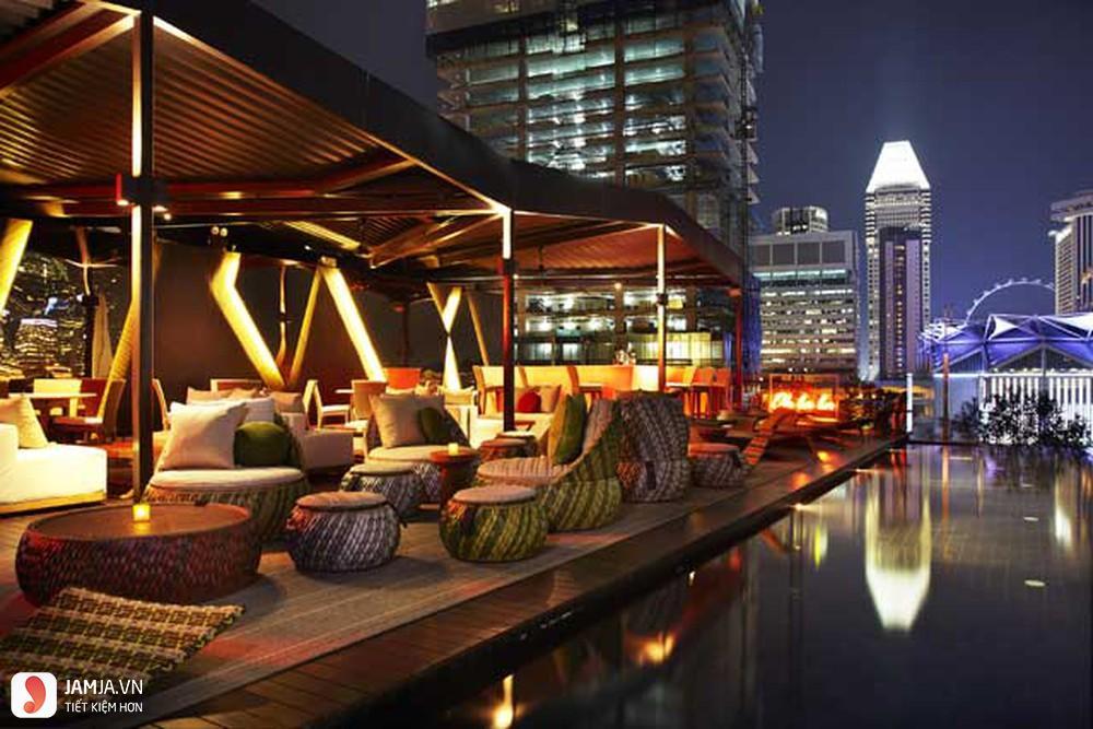 Cloud 9 Rooftop Bar không gian