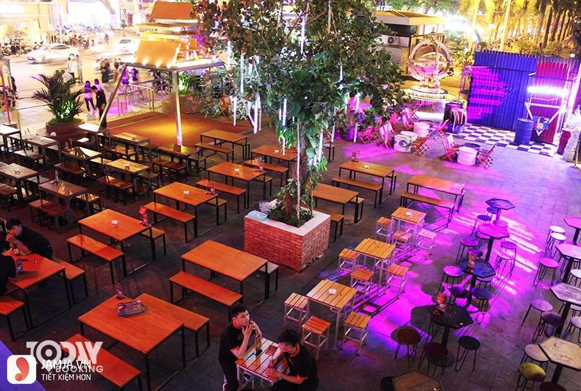 Yolo Pub & Cafe 4