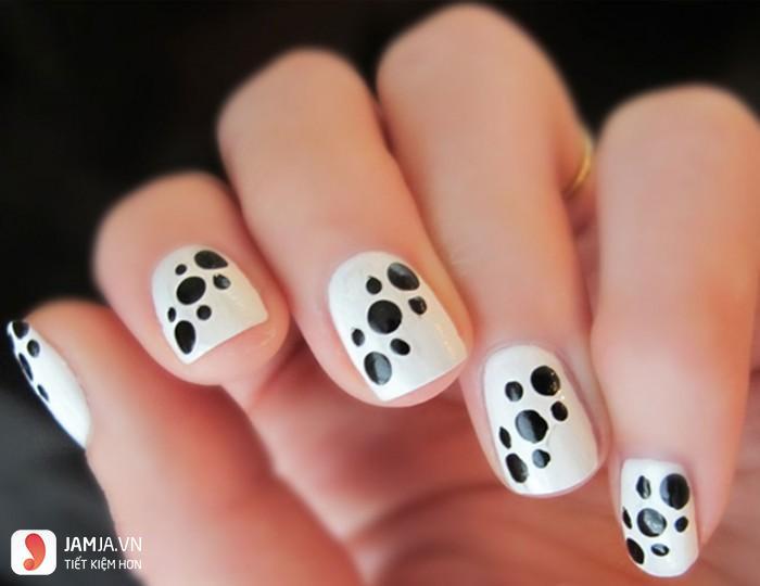 Nail đen trắng - 1