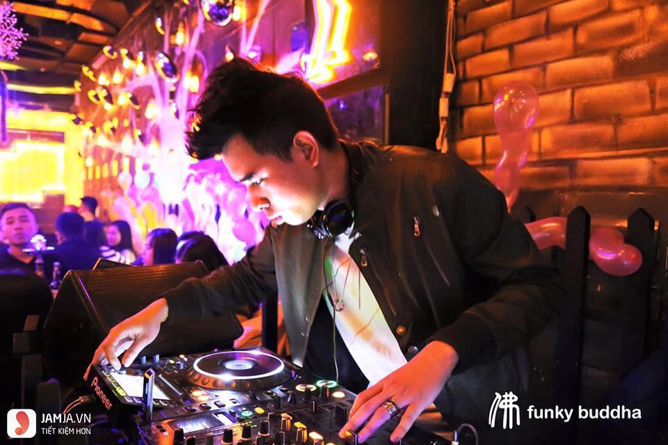 quán bar Funky 4