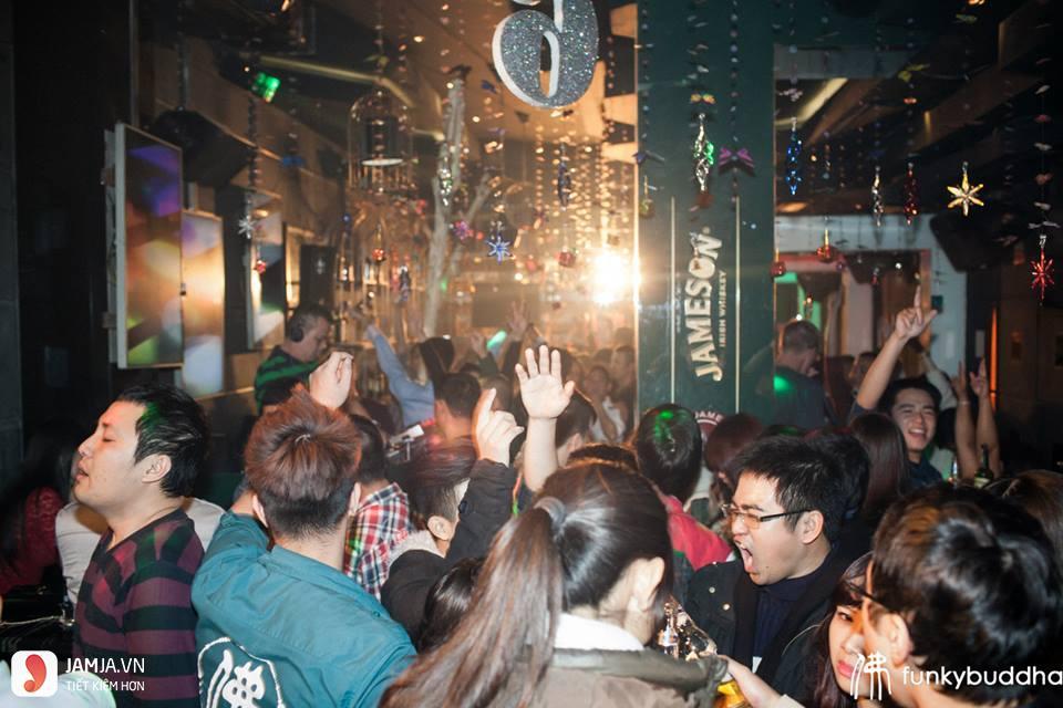 quán bar Funky 2