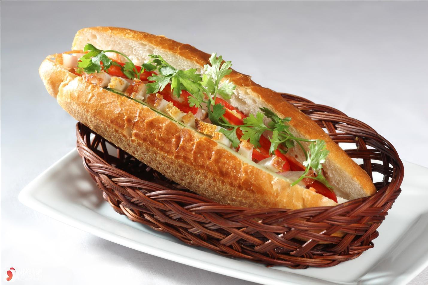 bánh mì kẹp bì lợn