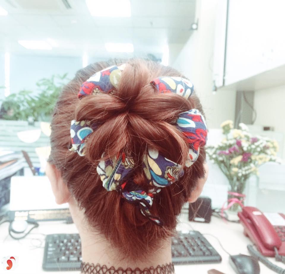 Búi tóc ngắn cùng khăn turban