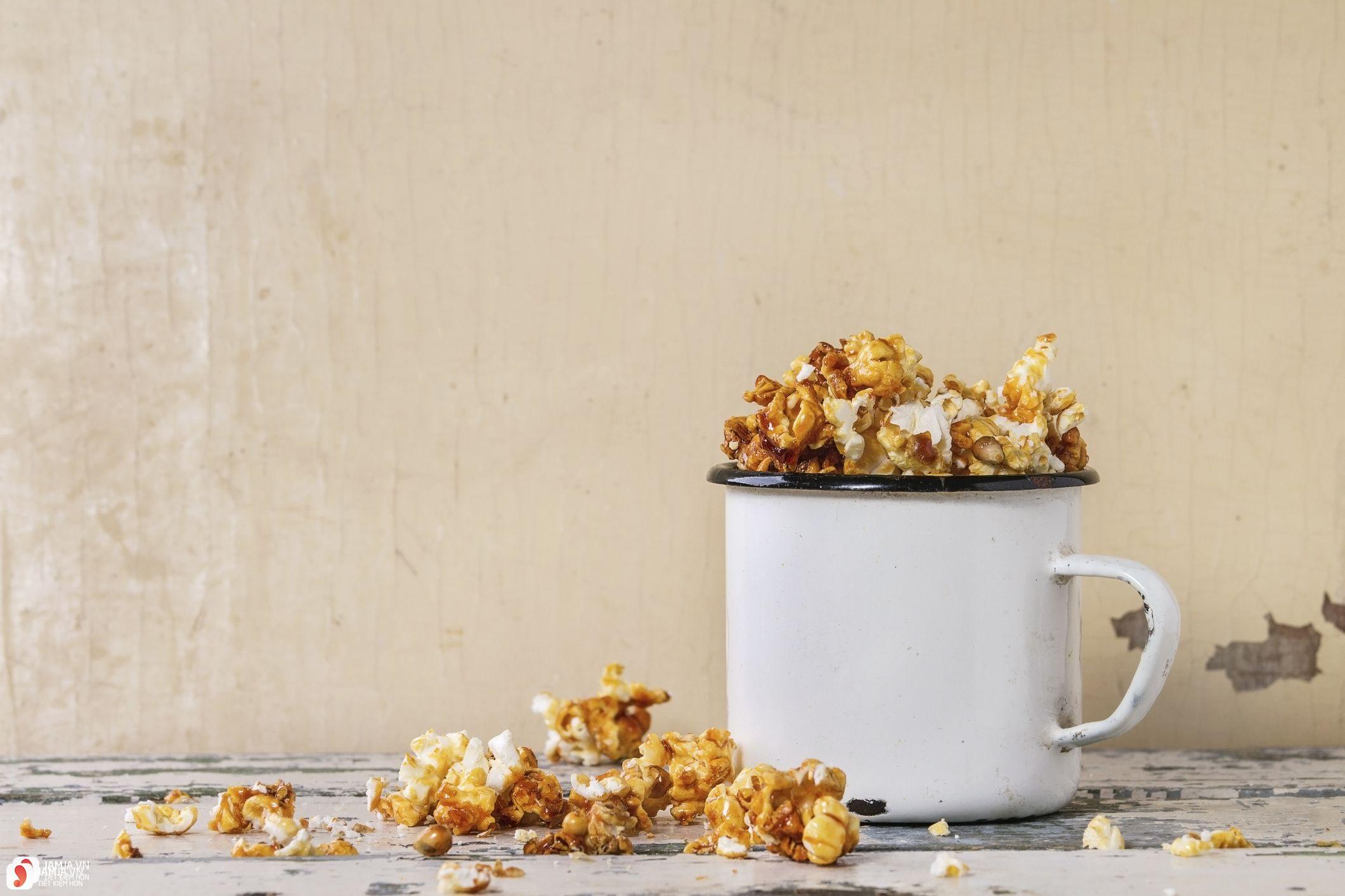 Cách làm bỏng ngô Caramel