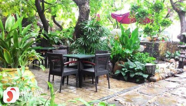 không gian nhà hàng Cafe Suối Đá