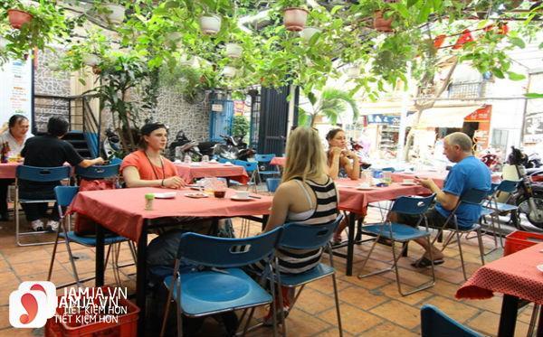 Không gian nhà hàng Ga Việt