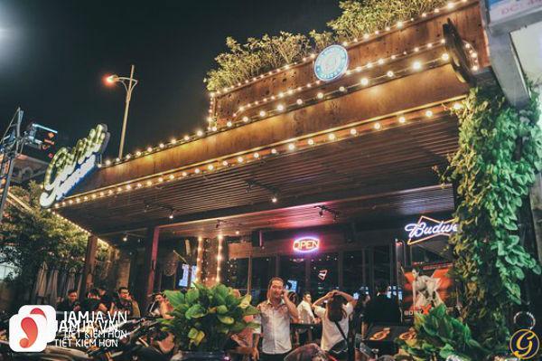 Không gian nhà hàng Guru Sport Bar