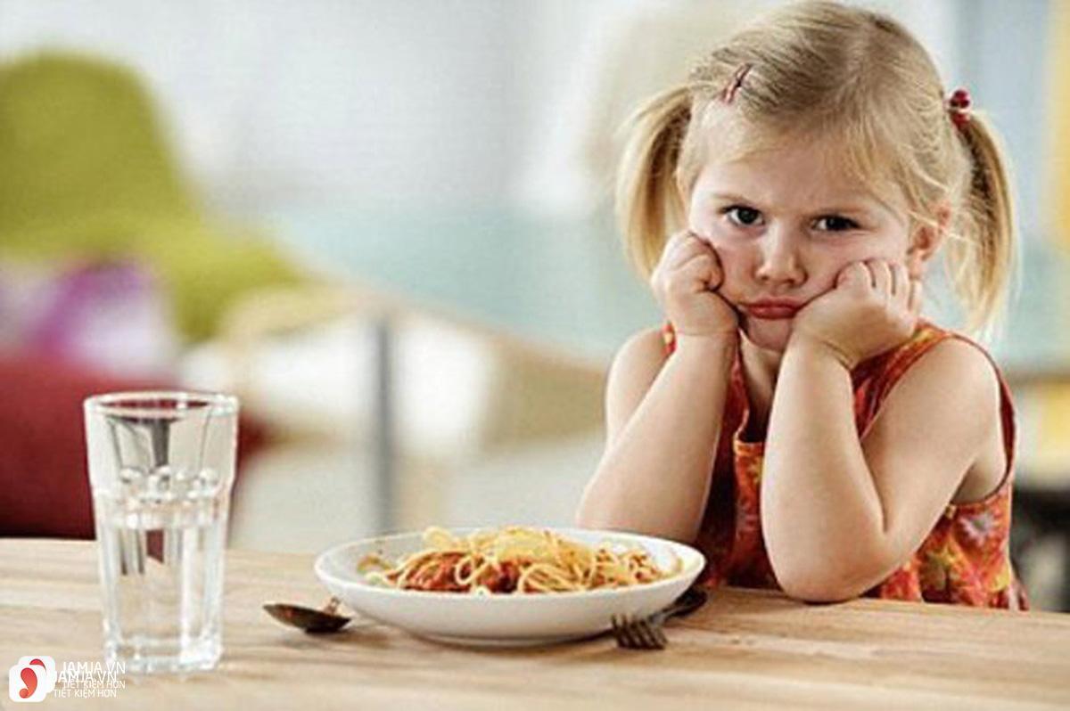 Vì sao trẻ lại biếng ăn 2