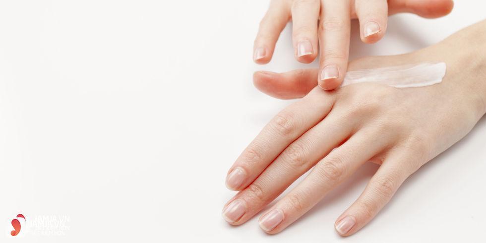 sử dụng kem dưỡng da tay hiệu quả