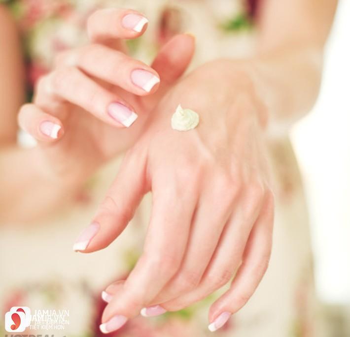 Cách dùng kem dưỡng da tay