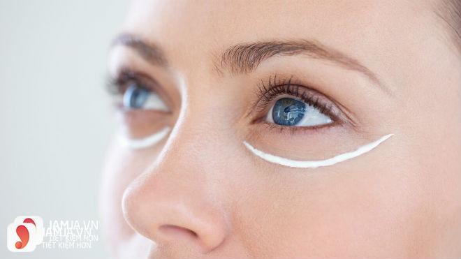 Cách sử dụng kem dưỡng mắtInnisfree 1