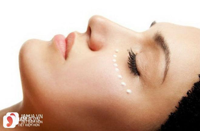 Cách sử dụng kem dưỡng mắtInnisfree 2