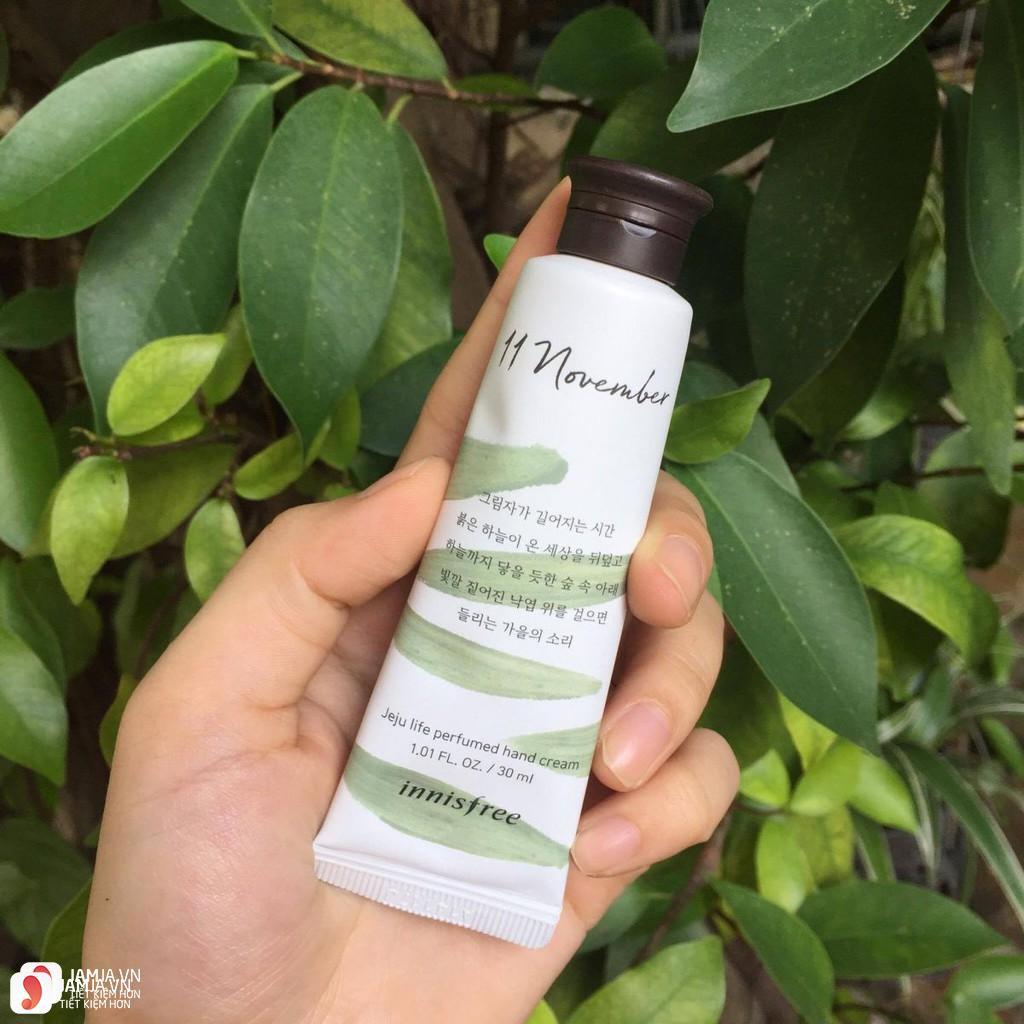Review chi tiết kem dưỡng da tay Innisfree Jeju Life Perfumed Hand Cream 11