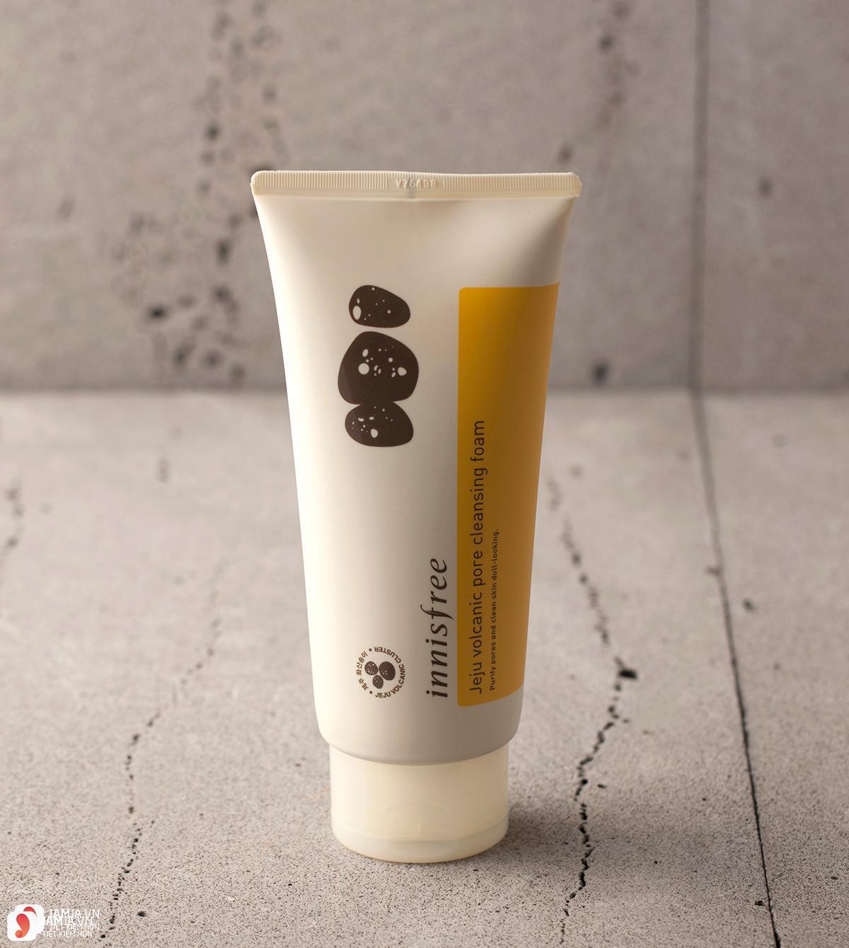 Sữa rửa mặtInnisfree Jeju Volcanic Pore Cleansing Foam