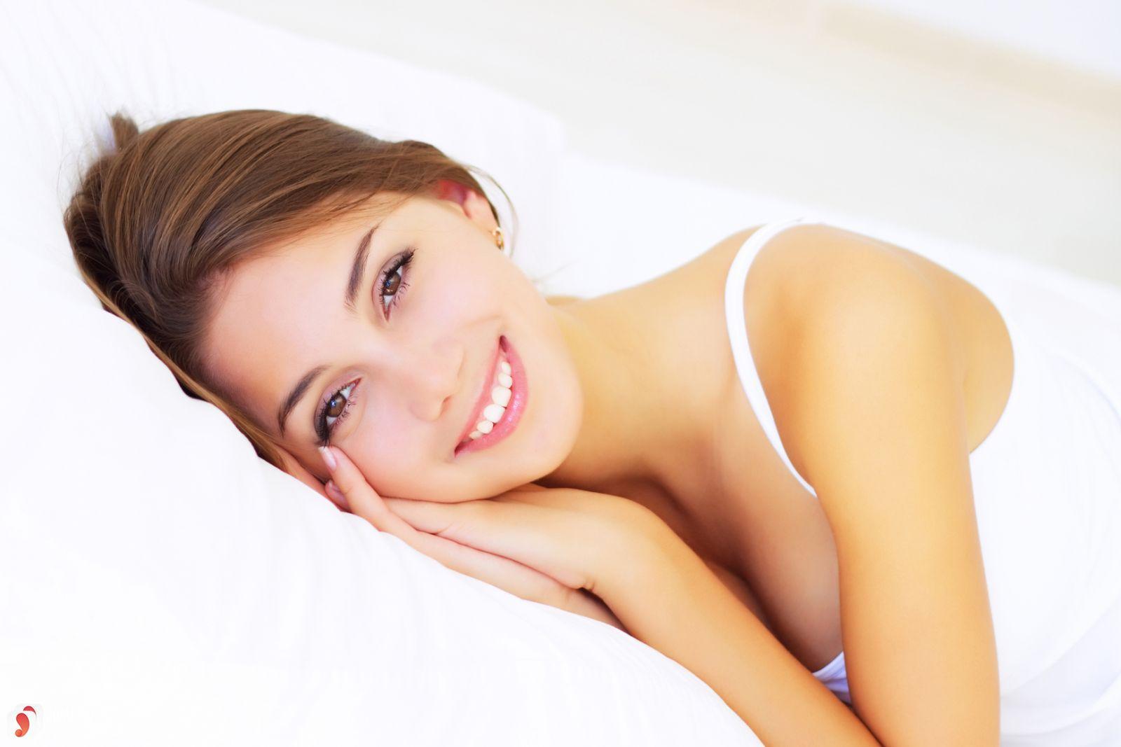 nên sử dụng kem dưỡng da ban ngày và đêm