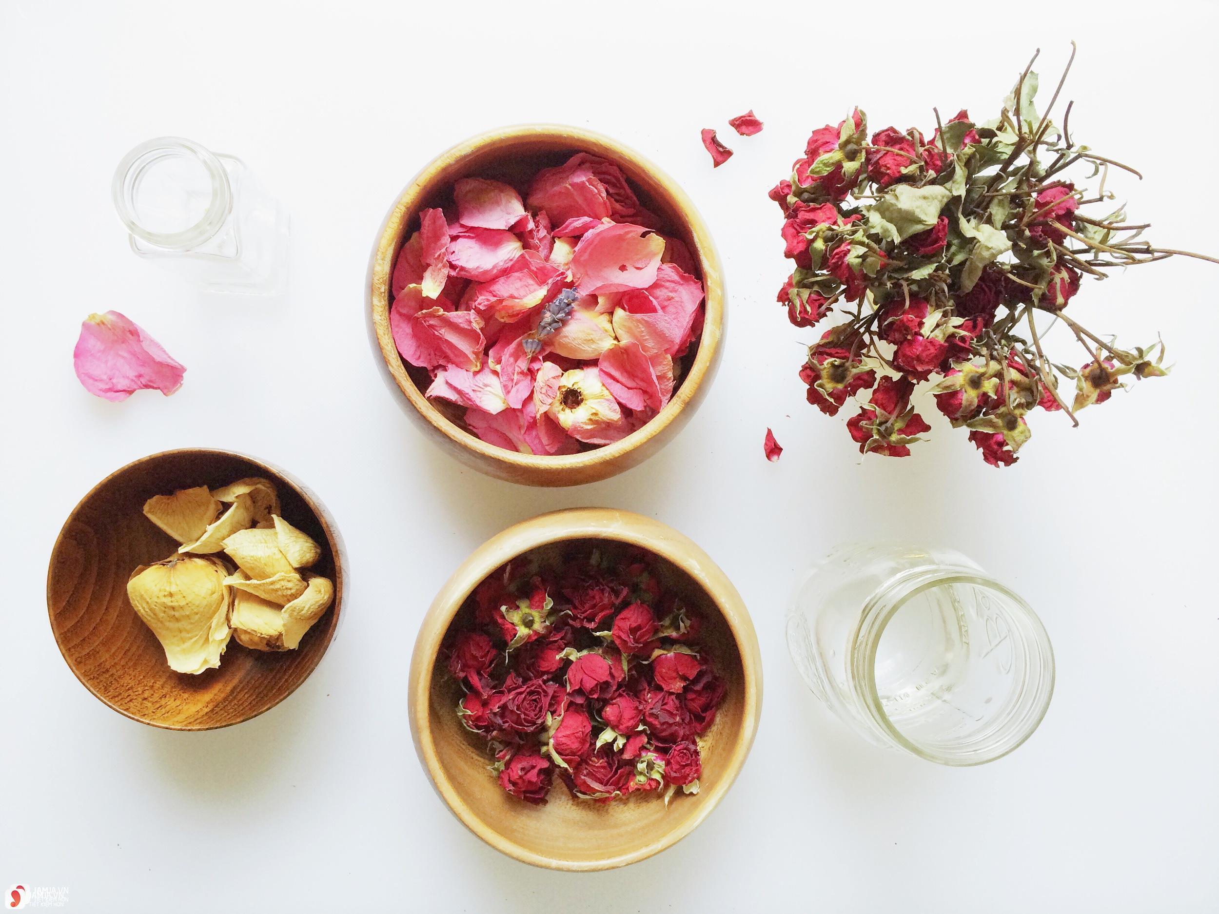 Cách chưng cất nước hoa hồng 2
