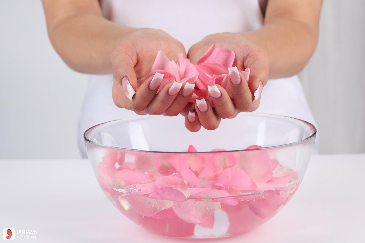 Giải đáp thắc mắc về nước hoa hồng Lana 2