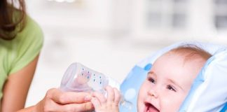 bình tập uống nước cho bé loại nào tốt 1