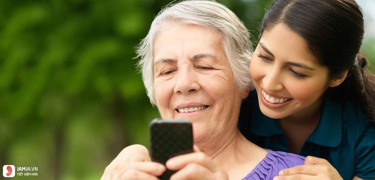 nên mua điện thoại cho người già loại nào tốt nhất?