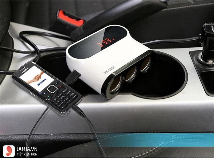 giá thành sạc điện thoại trên ô tô