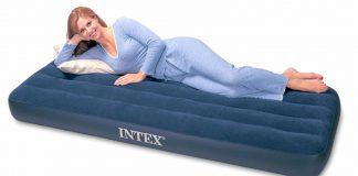 có nên mua giường bơm hơi không