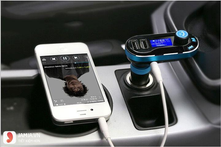 sạc điện thoại trên ô tô