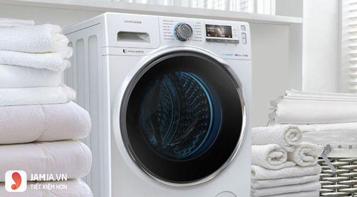 dùng máy sấy quần áo 2