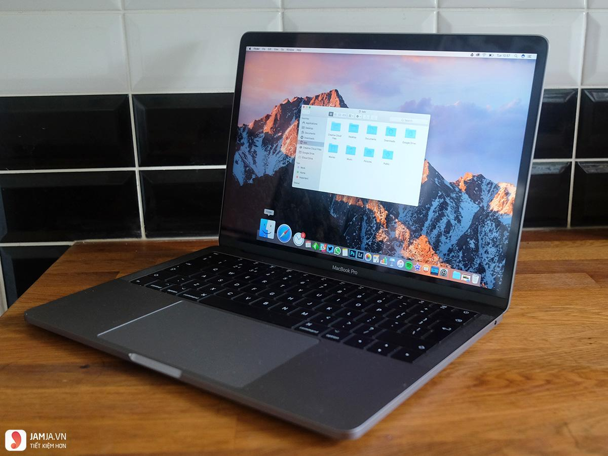 Apple Macbook Pro 2017 1