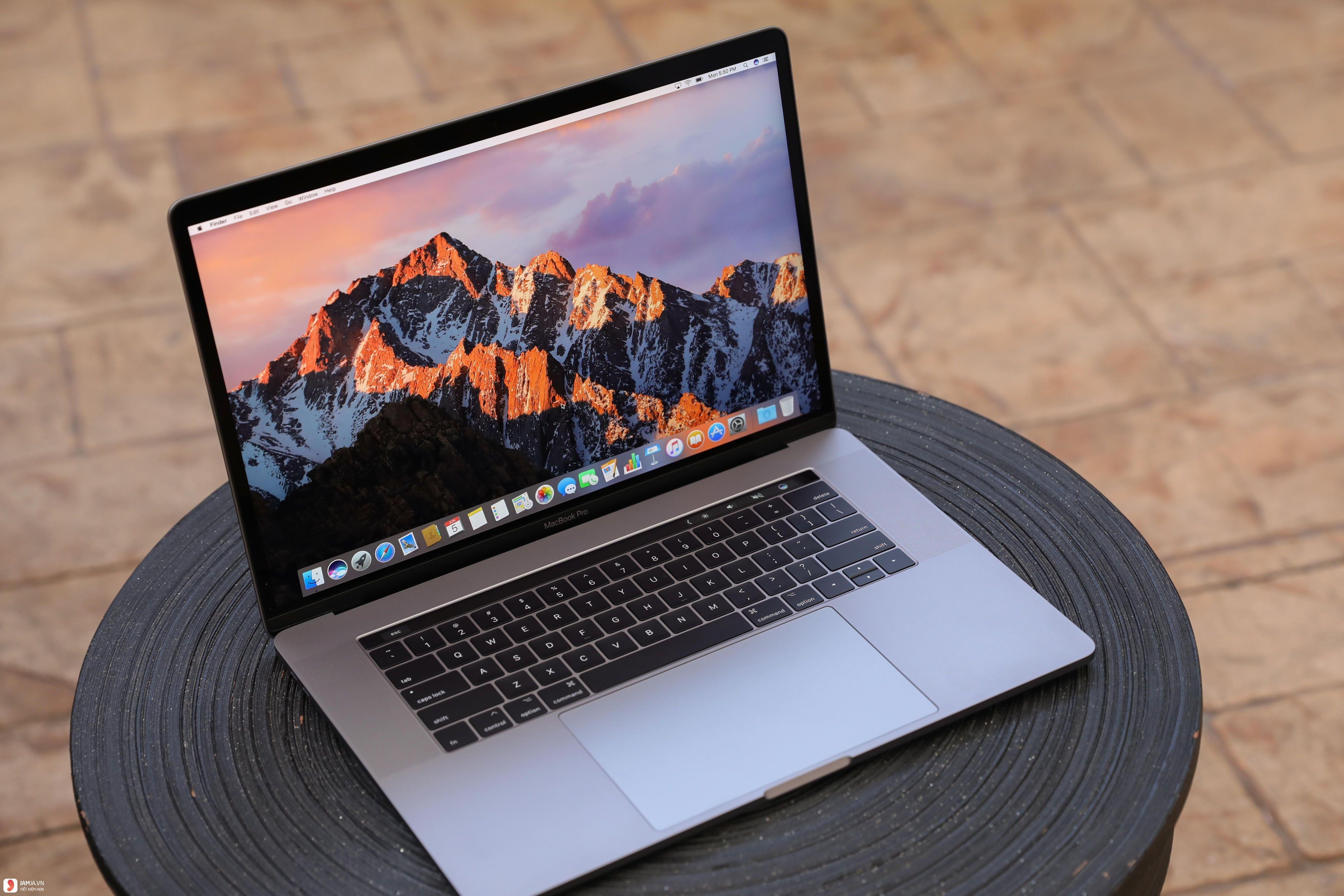 Apple Macbook Pro 2017 3