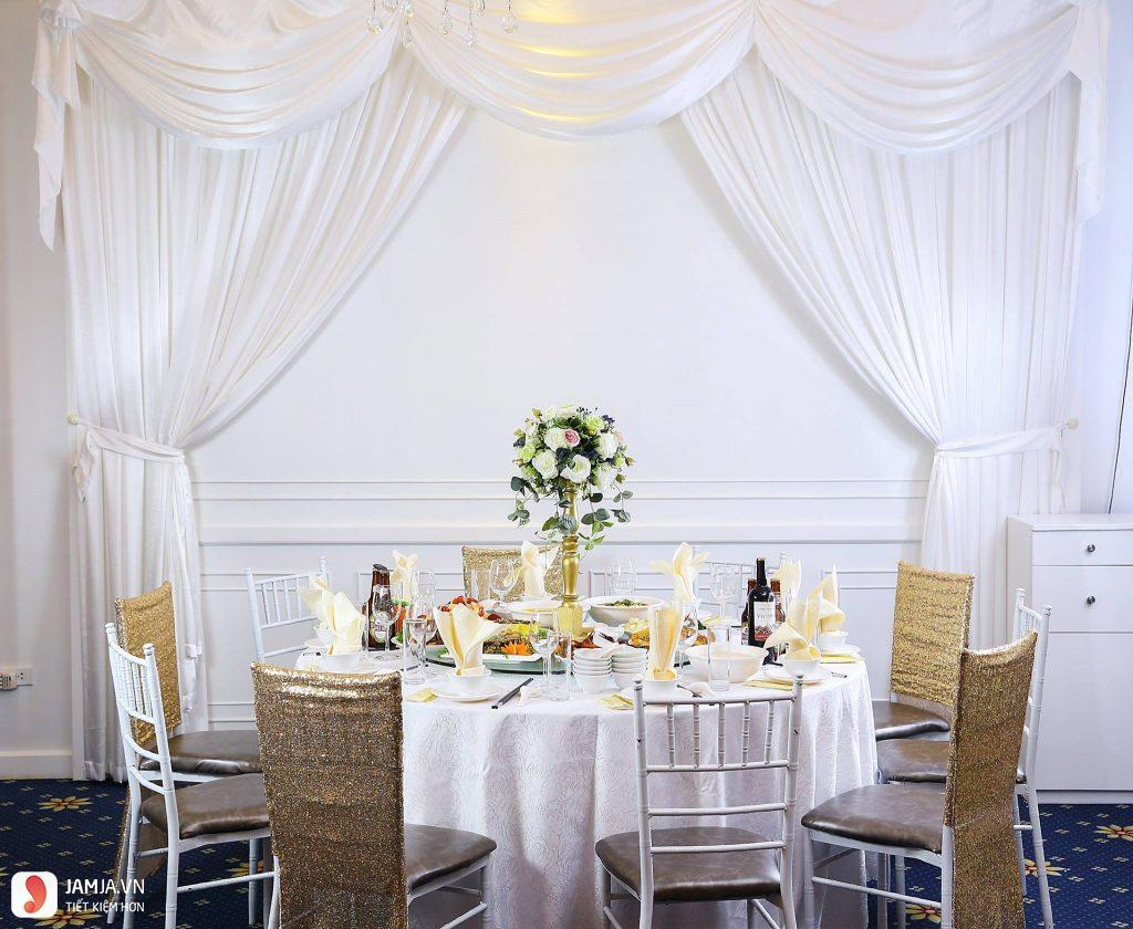 bàn ăn trống đồng palace