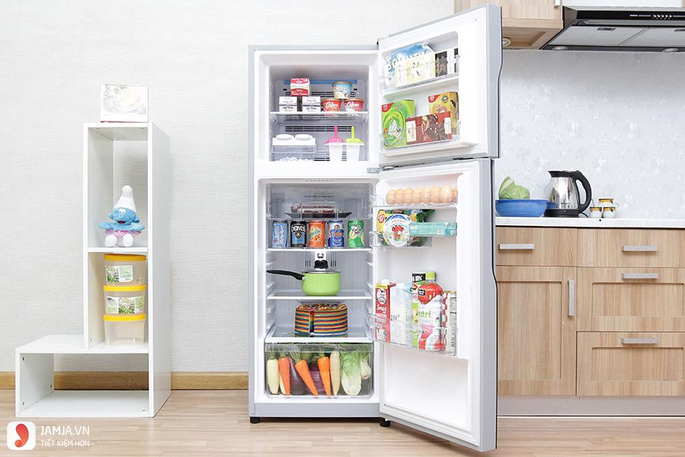 Bên trong tủ lạnh Hitachi Inverter 203 lít R-H200PGV4