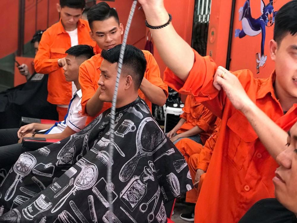 Đông Tây Barbershop 3