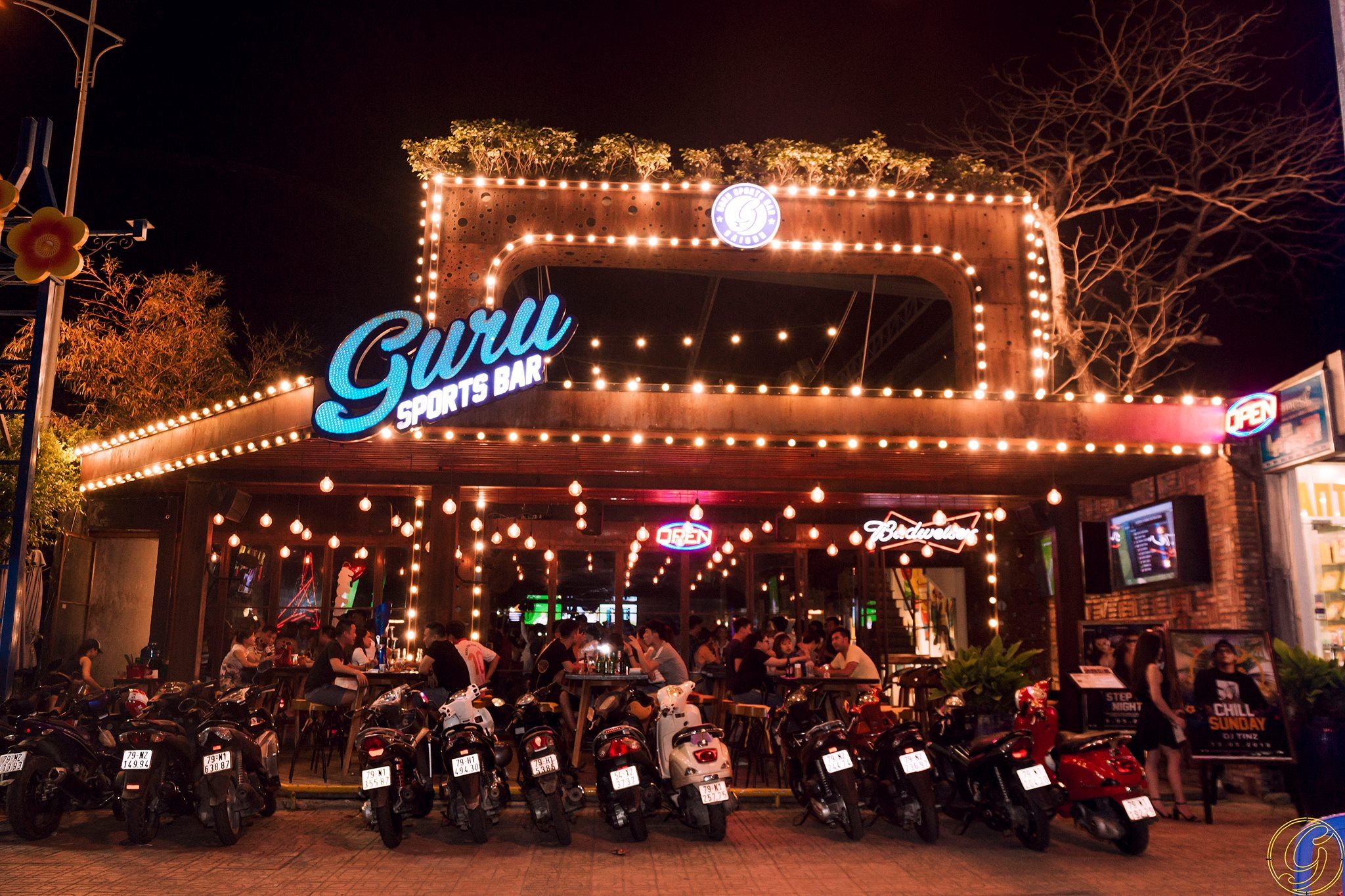 Guru Sport Bar không gian