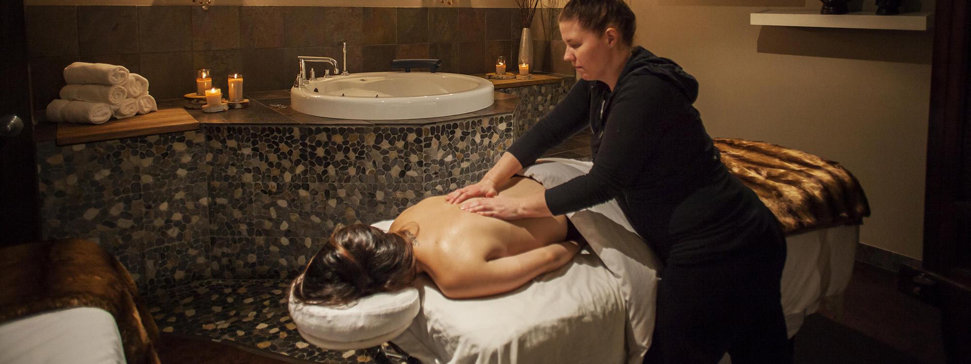 dịch vụ massage tại Mineral Spa