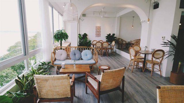 không gian Cup Of Tea Cafe & Bistro