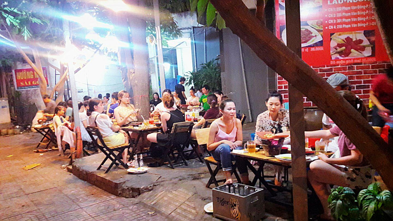 không quan quán nướng ngói Sài Gòn