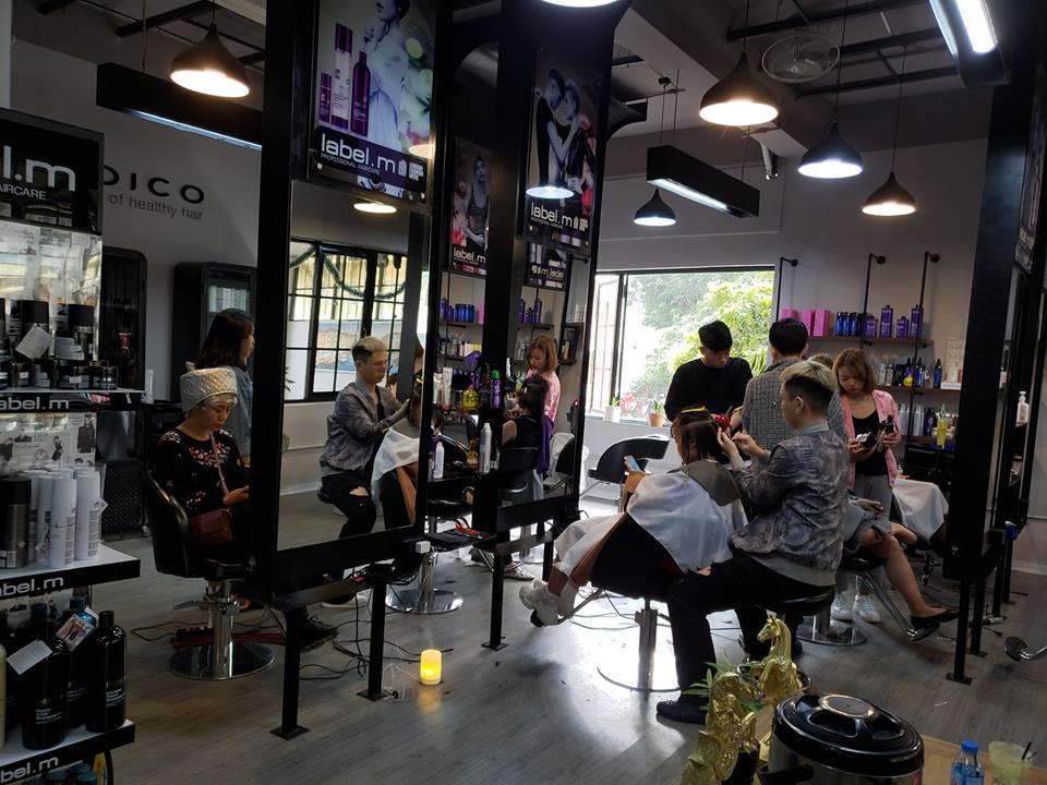 không gian tại Salon MrKelvin