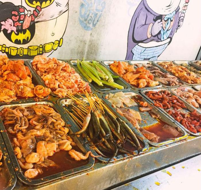 khu lấy đồ ăn buffet Chú Tèo