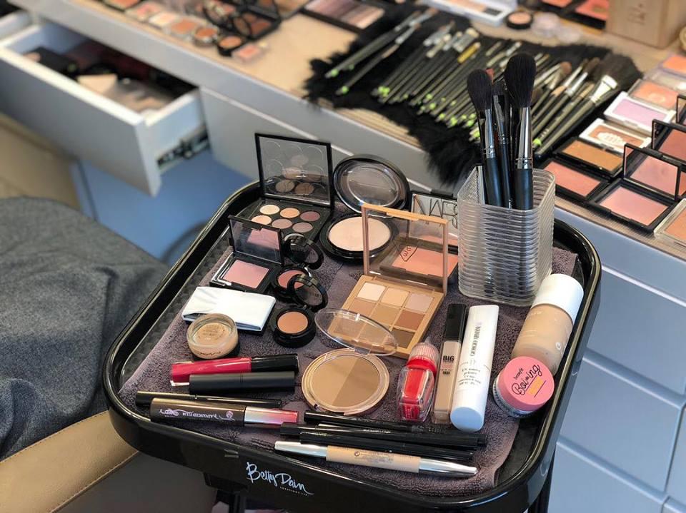 mỹ phẩm trang điểm Linh Linh Makeup Store