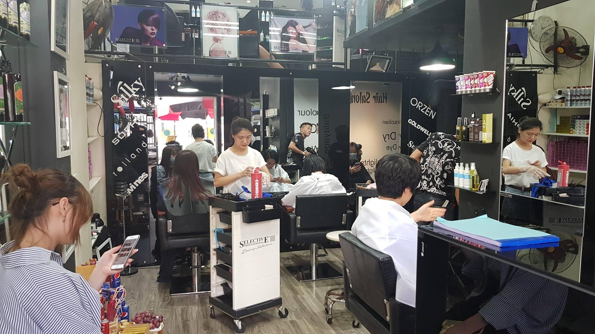 nhân viên cắt tóc tại Dũng Hair Salon 1