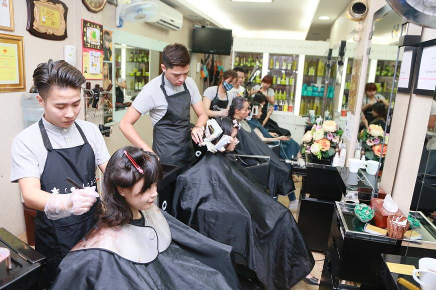nhân viên tại Hải Bún Hair Salon