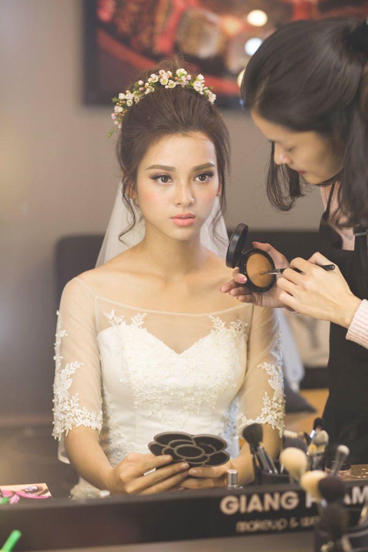 nhân viên trang điểm Giang Phạm Makeup