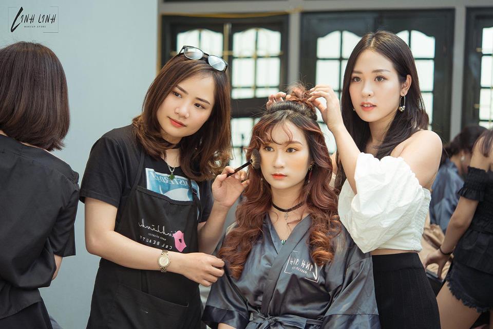 nhân viên trang điểm Linh Linh Makeup Store