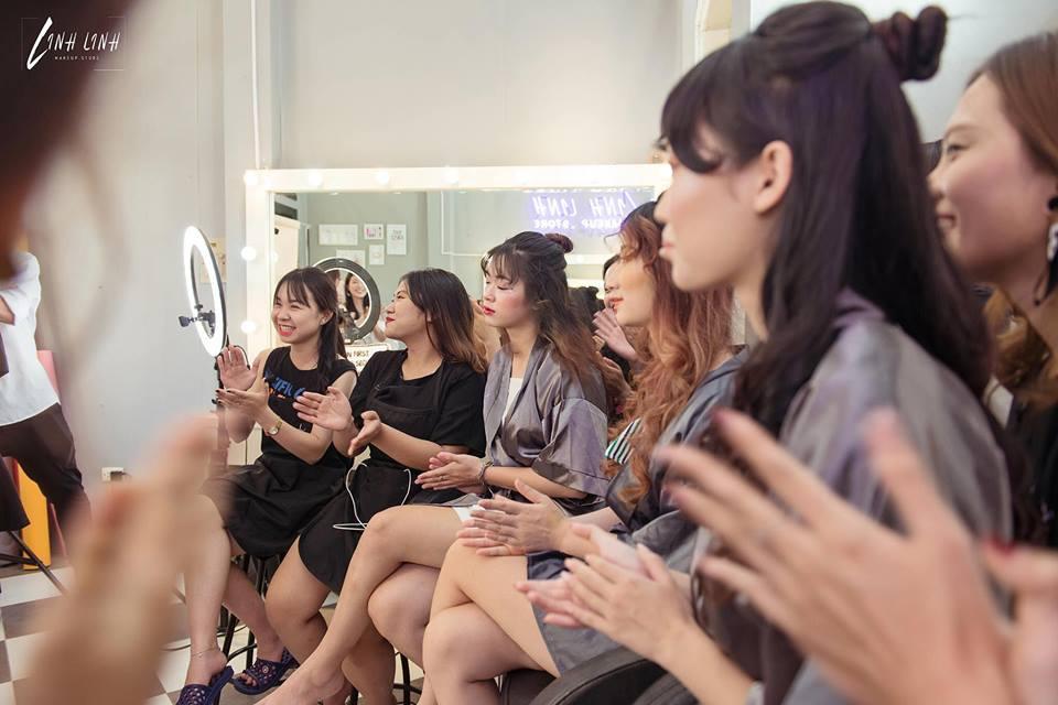 nhân viên trang điểm Linh Linh Makeup Store1