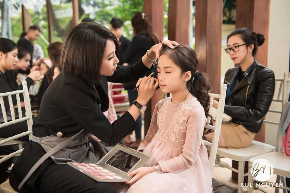 nhân viên trang điểm tại Bul Nguyễn Make Up Store