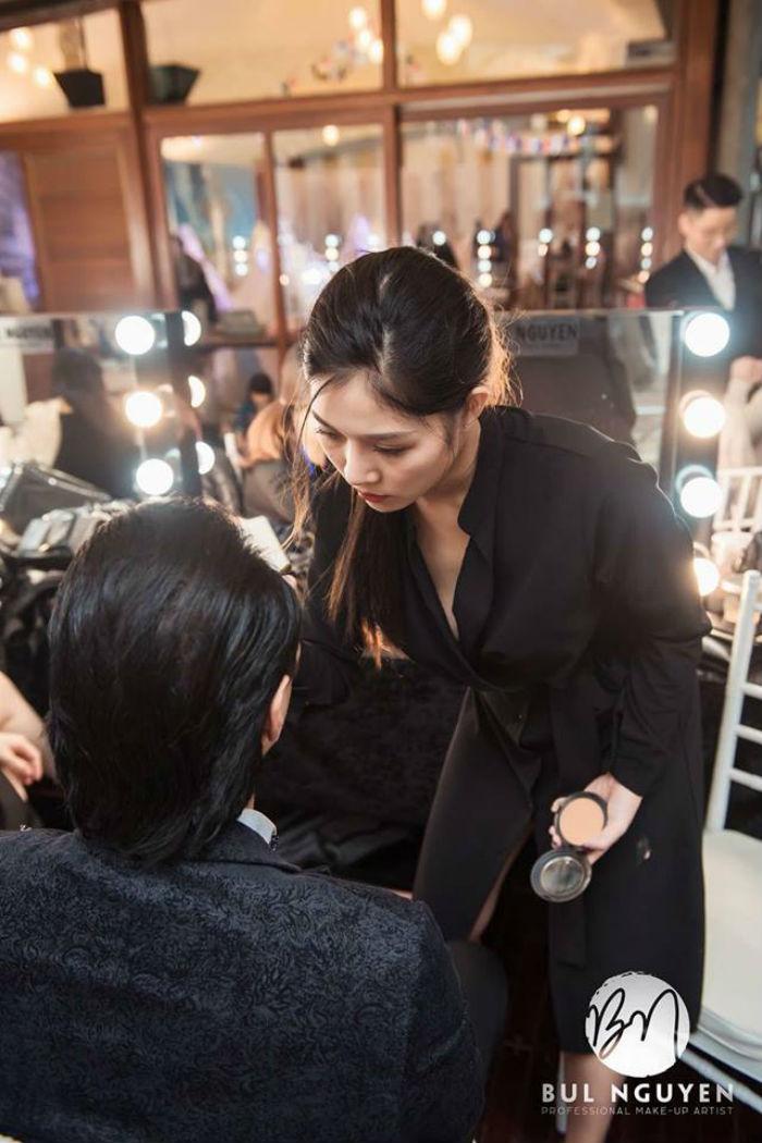 nhân viên trang điểm tại Bul Nguyễn Make Up Store 2