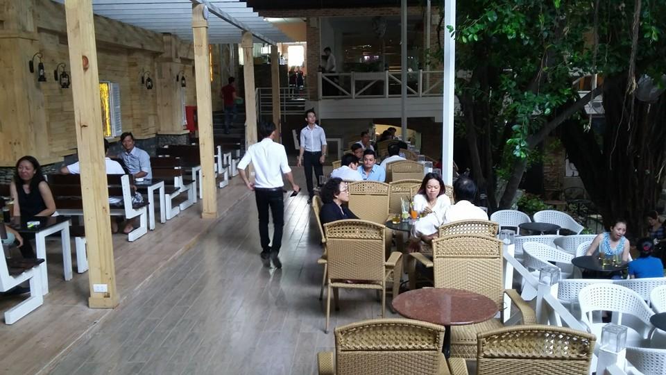 Nhật Nguyệt Garden Cafe phục vụ