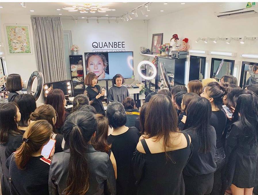 phòng trang điểm trang điểm Quanbee Make-Up 2