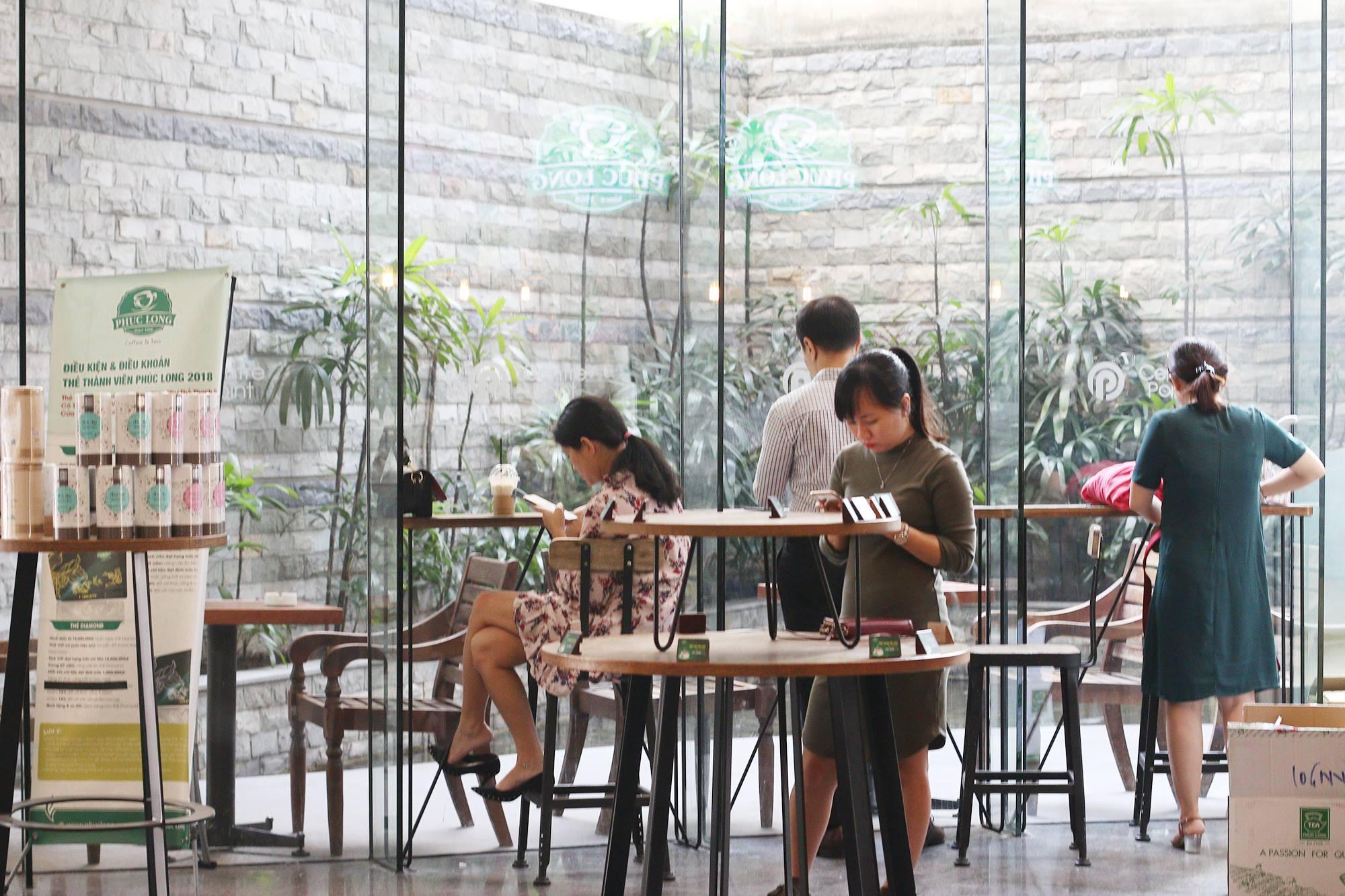 Phúc Long Coffee & Tea không gian
